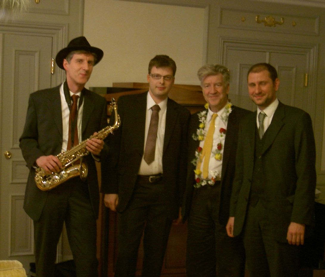 Die Swingjazzband mit Regisseur David Lynch