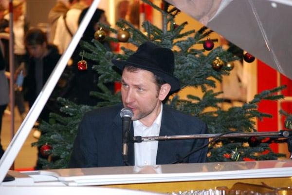Pianist, Gitarrist und Sänger bei den GROOVING HARMONISTS